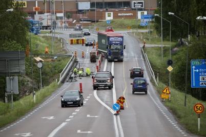 8 juni 2017 - Och så reparerade man E18-bron vid Turistgården.