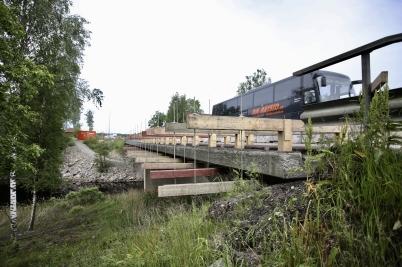 15 juni 2017 - Reparationen av E18-bron vid Turistgården fortsatte.