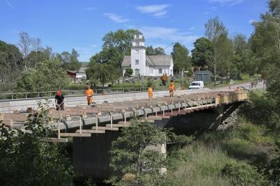 19 juni 2017 - Arbetet med reparation av E18-bron vid Turistgården fortskred.