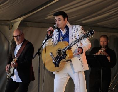 "8 juli 2017 - I Lennartsfors kunde man lyssna på ""Elvis""."