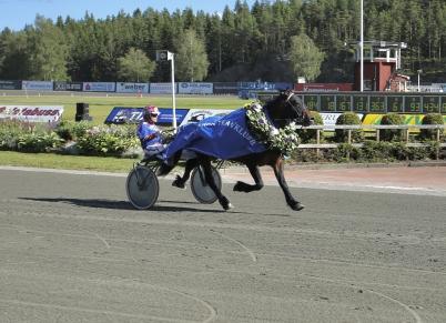 15 juli 2017 - Odins Eld med Torbörn Jansson i sulkyn vann Erik Perssons Memorial.