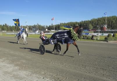 15 juli 2017 - Dante Boko med Adrian Kolgjini i sulkyn vann Årjängs Stora Sprinterlopp.