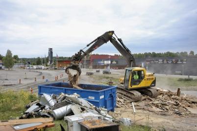 26 juli 2017 - Och rivningsvirket kördes till Furskog.