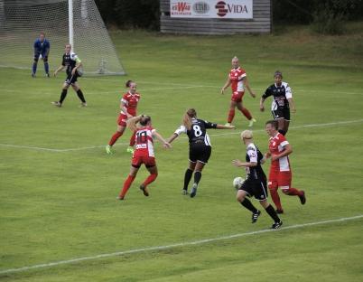 5 augusti 2017 - Tjejerna i TIF seniorlag damer kämpade på div 1.