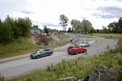 8 augusti 2017 - Vid Älverud fortsatte vägarbetet.