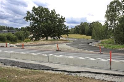 17 augusti 2017 - Vid Älverud påbörjades asfalteringen av nya in- och utfarten.