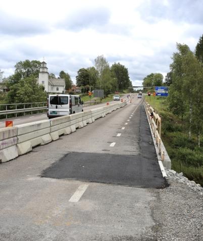 18 augusti 2017 - Reparationen av bron vid Turistgården var klar, nu skulle nya räcket monteras.