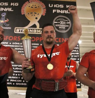 19 augusti 2017 - Jimmy Johansson från Årjäng tog hem titeln Sveriges starkaste man i klassen U105 kg, vid SM-tävlingen i Töcksfors shoppingcenter.