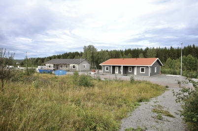 21 augusti 2017 - Och på Prästnäset i Töcksfors byggde man parhus.
