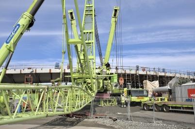 30 augusti 2017 - I Örje förberedde man det stora lyftet av Norgesportens torn.