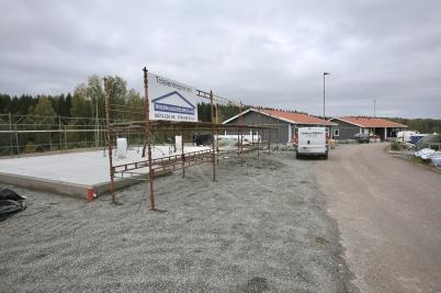 26 september 2017 - På Prästnäset var det dags att montera tredje parhuset.