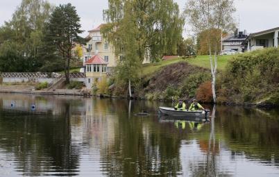 26 september 2017 - Och kommunen tog upp fontänen ur kanalen - det var höst.