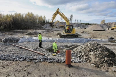 10 oktober 2017 - Vid Hagavallen fortsatte markarbetet för nya konstgräs-planen.