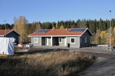 16 oktober 2017 - På Prästnäset hade första parhuset försetts med solpaneler.