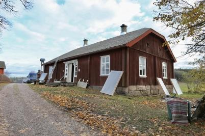 23 oktober 2017 - Och i Långelanda var renoveringen av tingshuset fönster och tak klar.