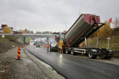 24 oktober 2017 - Och så fortsatte man asfaltera på Älverudsområdet.