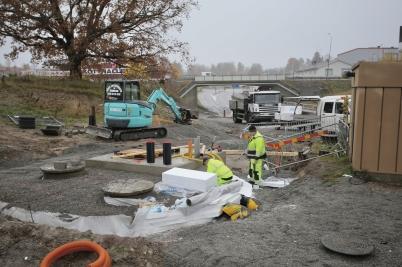 25 oktober 2017 - Kommunen färdig-ställde grunden till nya avloppspump-station vid Älverud.