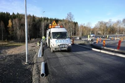 26 oktober 2017 - Nya vägen vid Älverud förseddes med vägräcken.