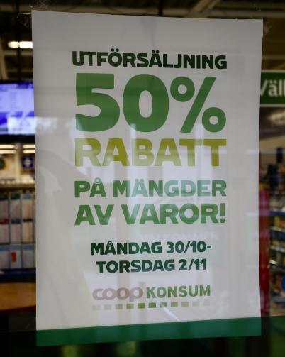 31 oktober 2017 - I Konsum vid torget var det utförsäljning av varor inför stängningen den 2 november.