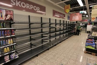 1 november 2017 - I Konsum vid torget började hyllorna gapa tomma.