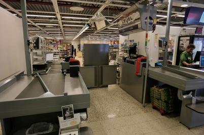 6 november 2017 - Konsum vid torget hade stängt och butiken tömdes på varor och inventarier.