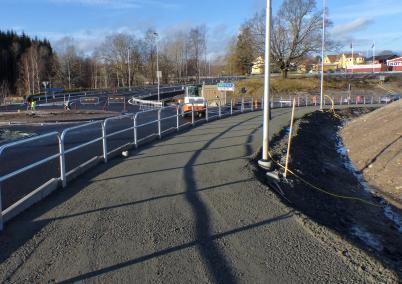 8 november 2017 - Nya gång- och cykelvägen vid Älverud var klar för asfaltering.