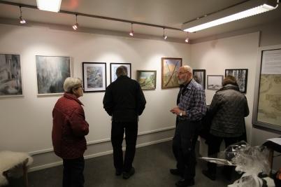 13 november 2017 - I Töcksfors bibliotek ordnades konstutställningar under året.