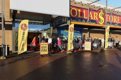 24 november 2017 - Nya butiken Dollarstore öppnade i Töcksfors Handelspark.