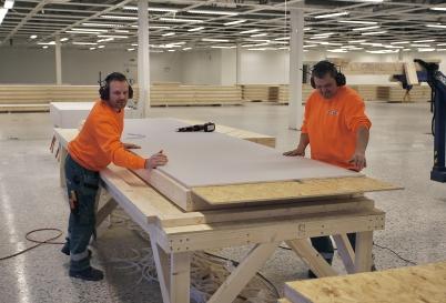30 november 2017 - Gamla Konsum / coop / ÖB fastigheten vid Älverud blev tillfällig snickerifabrik, för tillverkning av väggsektioner till shoppingcentren i Charlottenberg och Töcksfors.