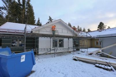 15 december 2017 - Utbyggnaden vid Junibacken fick utvändig beklädnad.