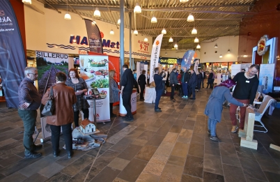 Entréhallen i Töcksfors shoppingcenter fylldes med utställare och besökare.