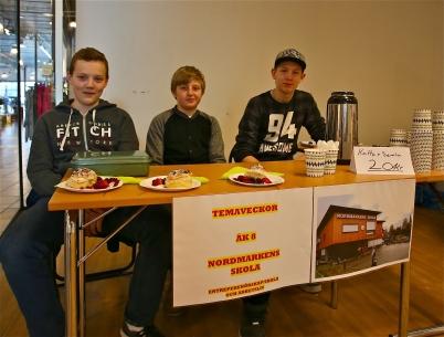 Johan Lundborg, Mattis Karlsson och Marcus Persson från Nordmarkens skola, vinnare av tävlingen i temat Entreprenörskap/skola och Näringsliv, där dom hade produktutvecklat semlan.