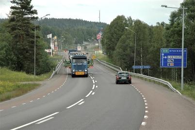19 juni 2006 - Slussportarna kommer tillbaks från Kristinehamn efter renovering, foto : Bengt Erlandsson