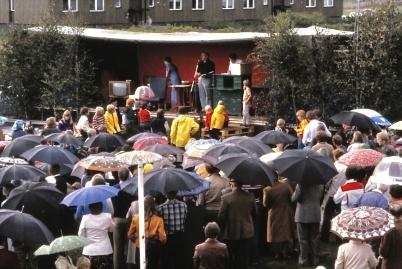 1979 - Bild från Töcksmarksveckans premiär med scenen på ett lastbilsflak.