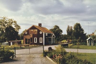Telefonnätet har automatiserats och Töcksfors manuella telefonsstation vid nuvarande Torudsvägen rivs.