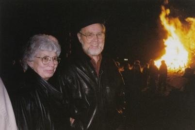 Kerstin och Roland Moberg firar Valborg.