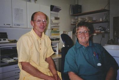 Leif Andersson och Kerstin Lidén, sista arbetsdagen på Folktandvården i Töcksfors 2002.