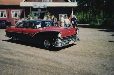 Veteranbilsfestival i Karlanda 16 juni 2002. Ford Crown Vivtoria 1955.