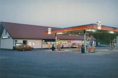2002 - OKQ8-stationen på Älverudsområdet, före bygget av Töcksfors shoppingcenter.