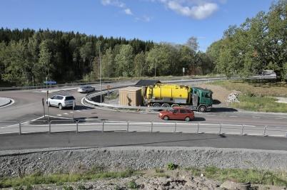 Två slamsugningsbilar tog hand om avloppsvattnet från Töcksforsborna, under tiden som nya pumpstationen driftsattes.
