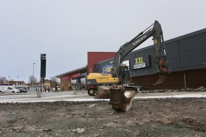 9 januari 2018 - Vid Töcksfors shopping-center  startade grävarbetet inför kommande utbyggnad.