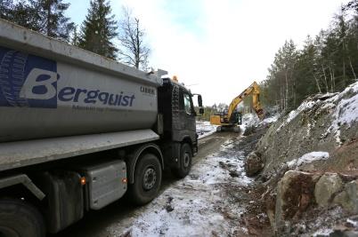 10 januari 2018 - Vägarna upp till Joarknattens vindkraftspark på gränsen breddades och förstärktes.