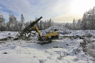 30 januari 2018 - På toppen av Joarknatten på norska sidan gränsen sprängde man för ny anläggningsväg till en av platserna där det skulle byggas vindkraftverk.