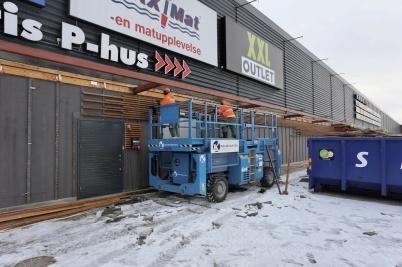 5 februari 2018 - Vid shoppingcentret startade rivningsarbetet.