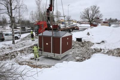 5 mars 2018 - Nya transformatorn för Älverudsområdet kom på plats.