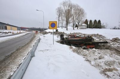 7 mars 2018 - På Älverudsområdet borrade man in kabelrör under vägen.