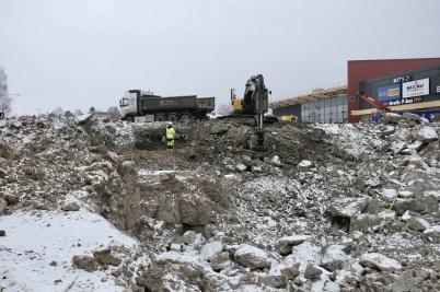 7 mars 2018 - Och vid shoppingcentret grävde man.