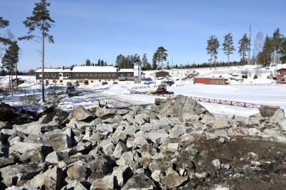 14 mars 2018 - Vid Kölen sportcenter sprängde man för nya vägen till Högås vindkraftspark.