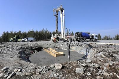 20 april 2018 - Och på Joarknatten började man gjuta fundament för vind-kraftverken.