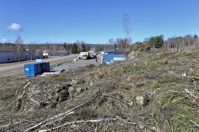 25 april 2018 - Intill E18 vid Skärmon fällde man skogen för att möjliggöra en utökning av industriområdet.